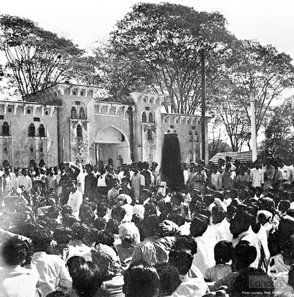 Dhaka 1952 - meeting in front of Amtola Gate on 21st February