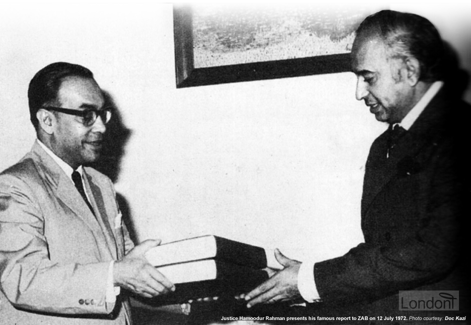 Justice Hamoodur Rahman hand delivering his report into Bangladesh Liberation War failure to President Bhutto, 1974